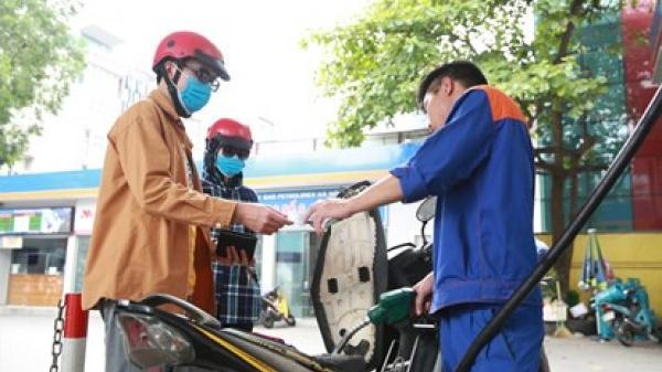 Giá xăng dầu mới nhất hôm nay ngày 26/7: Bật đà tăng mạnh