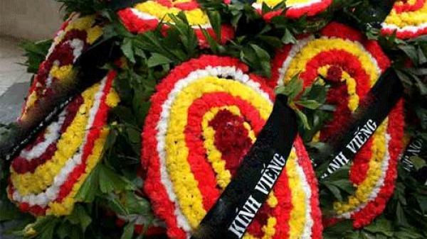 """Không đòi được nợ, mang vòng hoa tang tới nhà chị gái của """"con nợ"""" để """"khủng bố"""""""