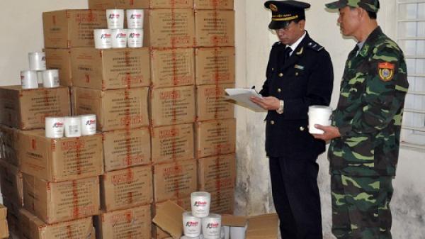 700 hộp mỹ phẩm nhập lậu bị bắt giữ tại bờ sông Ka Long (Quảng Ninh)