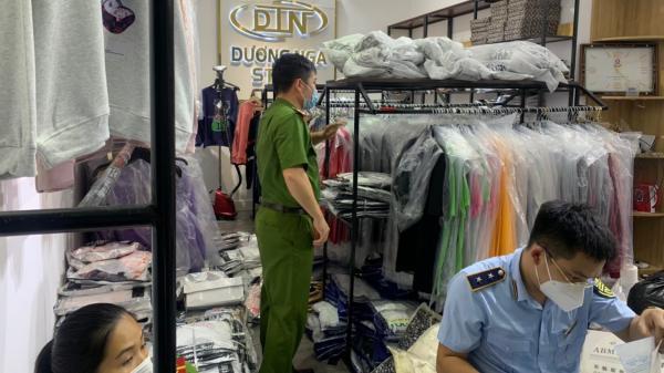 Tạm giữ gần 200 bộ quần áo có dấu hiệu giả mạo nhãn hiệu tại Bắc Ninh