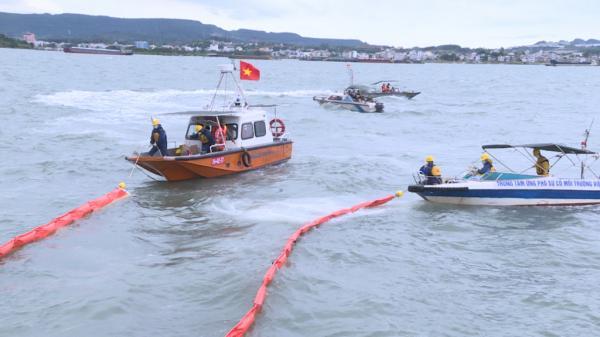 Quảng Ninh: Luyện tập tình huống ứng phó sự cố tràn dầu