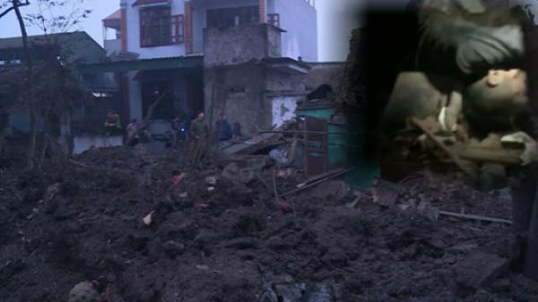 Bố gào khóc đào bớt gạch đá tìm 2 con nhỏ chết trong vụ nổ kinh hoàng