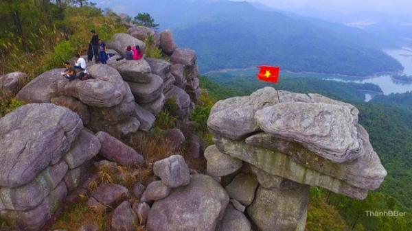 Giới trẻ tìm ra 'mỏm đá sống ảo' địa điểm check-in cực đẹp tại Quảng Ninh