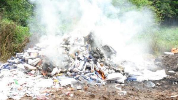 Quảng Ninh tiêu huỷ số lượng lớn thuốc lá và pháo hoa Trung Quốc