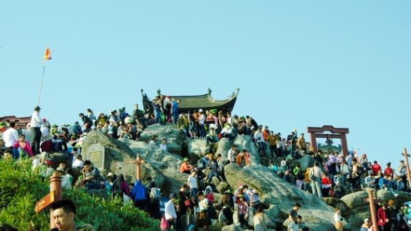 Khu di tích Yên Tử đón hơn 12 vạn khách, thu hơn 4,6 tỷ đồng