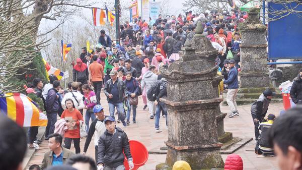 Gần 3,5 vạn khách hành hương về Yên Tử ngày khai hội
