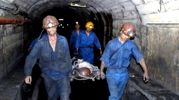 NÓNG: Cáp tời đứt văng vào 2 công nhân ở Quảng Ninh, một người tử vong