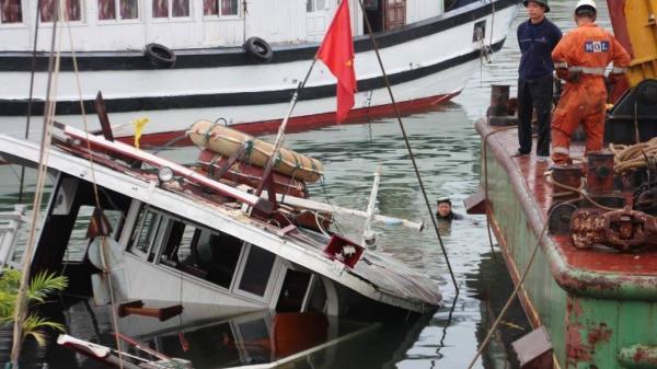 Quảng Ninh: Tàu nghỉ đêm đang neo đậu tại cảng Tuần Châu bất ngờ bị chìm