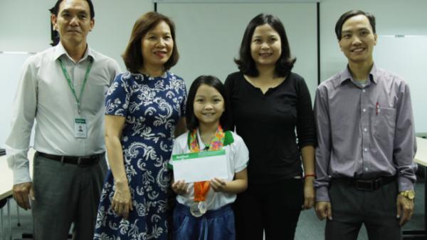 Kỳ thủ nhí quê Quảng Ninh được thưởng nóng sau giải cờ vua Đông Nam Á