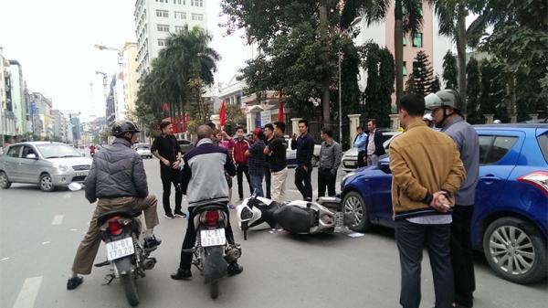 Quảng Ninh: Va chạm giữa ô tô và xe máy, 2 người bị thương, phương tiện hư hỏng nặng