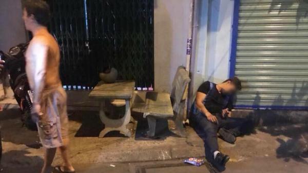NÓNG: Nam thanh niên bị bắn gục ngay trước cửa nhà
