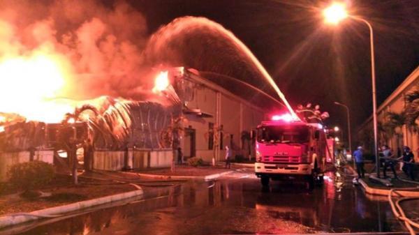 Quảng Ninh: Cháy dữ dội ở Khu công nghiệp Hải Yên, ngọn khói bốc cao hàng chục mét