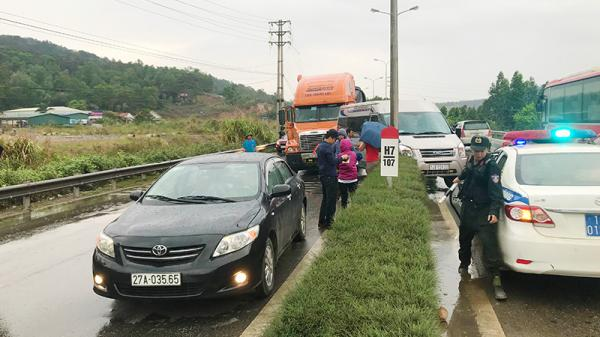 Hạ Long (Quảng Ninh): Xe container gây tai nạn liên hoàn trên quốc lộ 18