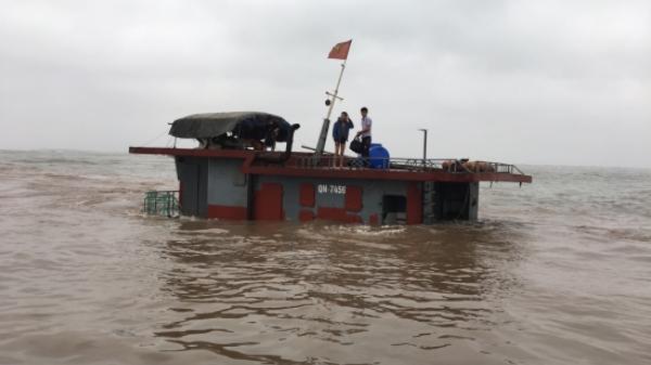 Tàu vận tải của thuyền trưởng Quảng Ninh bị chìm, 5 thuyền viên rơi xuống biển