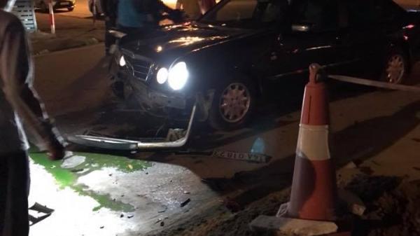 Quảng Ninh: Va chạm với xe Mercedes 4 chỗ bị văng lên vỉa hè, 2 thanh niên đi xe máy tử vong