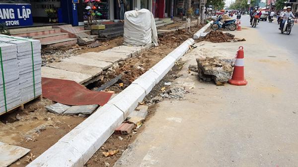 Quảng Ninh: Nhếch nhác, mất an toàn giao thông ở phố đi bộ Trần Phú