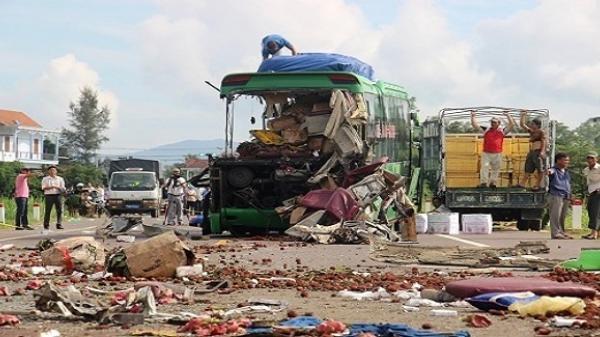 Nhân chứng kể lại phút kinh hoàng khi lưỡi máy ủi xé toang xe khách khiến hơn chục người thương vong