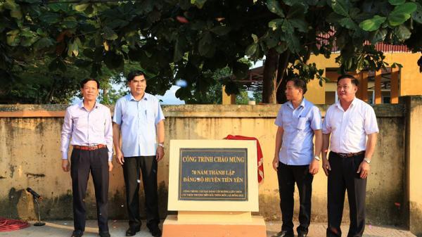 Gắn biển công trình chào mừng 70 năm thành lập Đảng bộ huyện Tiên Yên