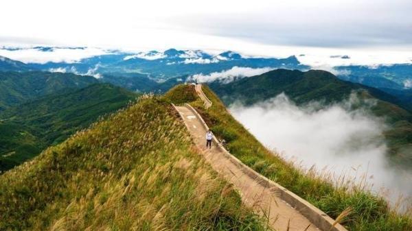 Tháng 11: Chinh phục ngay 'Vạn lí trường thành' phiên bản Việt ở Bình Liêu mùa lau trắng