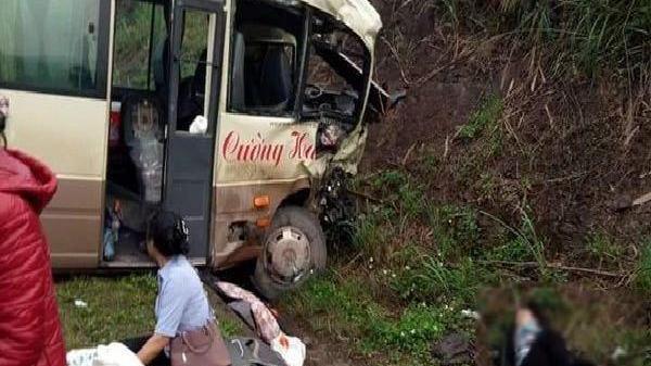 Quảng Ninh: Xe khách đ.âm trực diện xe tải, nhiều người bị t.hương nằm la liệt chờ cứu