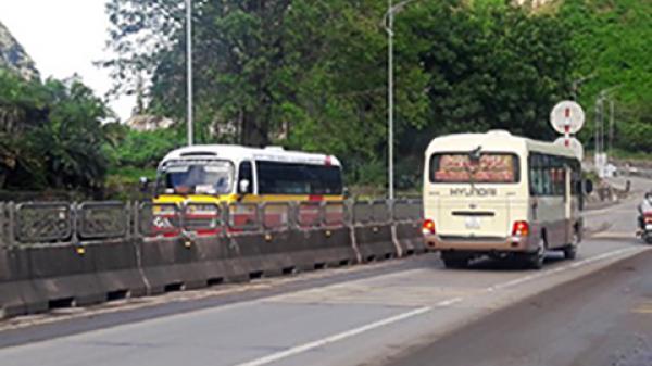 Quảng Ninh: Cấm đường để lắp đặt dầm cầu vượt quốc lộ 18