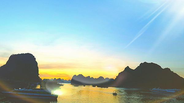 Tháng 9 mùa thu về, chần chừ gì mà không check-in biển trời Quảng Ninh trong veo, xanh thẳm
