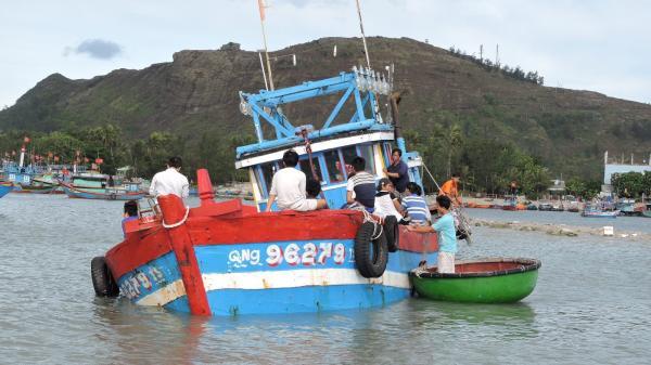 Quảng Ngãi: Một ngư dân rơi xuống biển m.ất tí.ch