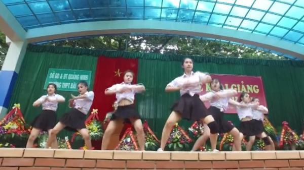 Clip vũ đạo nóng bỏng của học sinh trường Bãi Cháy trong ngày khai giảng