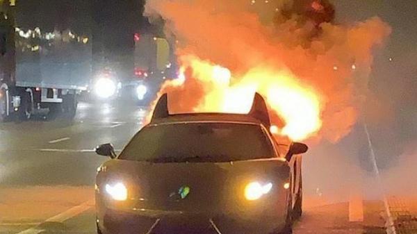Chi 300 triệu đồng bảo hành Lamborghini mạ vàng, tài xế suýt mất mạng vì vừa lái thử đã phát n.ổ