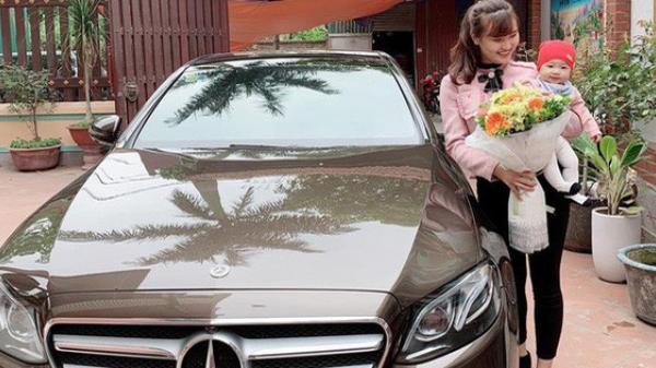 """Chân dung mẹ bỉm chẳng phải """"chân dài"""" hay hot girl vẫn được chồng yêu chiều, tặng quà 8/3 là chiếc Mercedes 2,5 tỷ"""