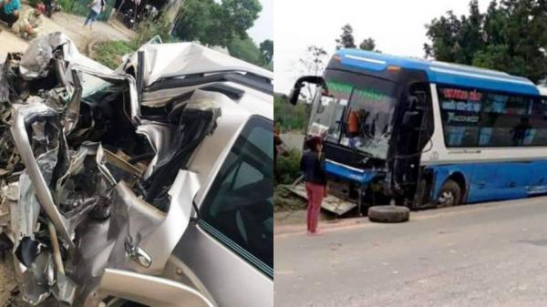 Tai nạn nghiêm trọng: T.ông trực diện xe khách, tài xế ô tô 7 chỗ t.ử v.ong trong xe biế.n dạng