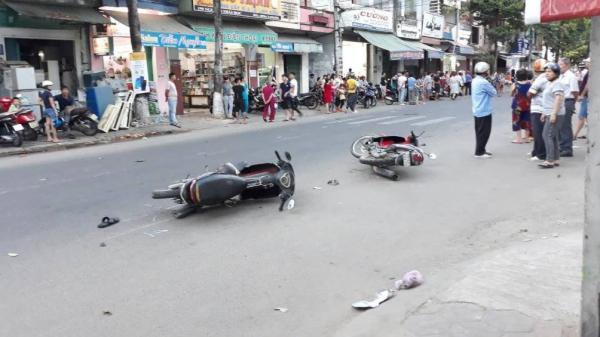 Tai nạn liên hoàn, ô tô điên t.ông hàng loạt xe máy nát bét, nhiều người bị thương