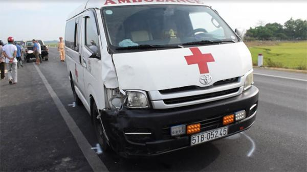 Bị xe cấp cứu đ.âm, 2 vợ chồng già ch.ết thảm
