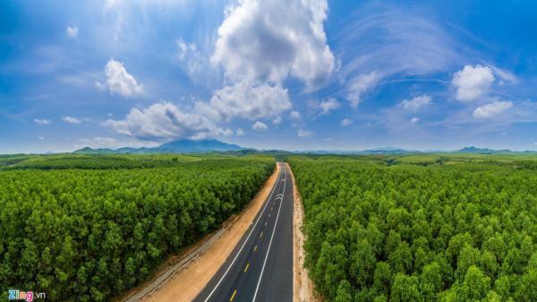 Cảnh sắc mê hoặc ở cao tốc 11.000 tỷ nối Huế - Đà Nẵng