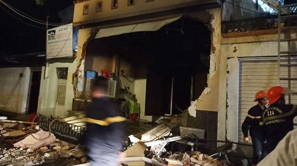 Ngôi nhà 3 tầng phát nổ, chồng t.ử v.ong sau cuộc điện thoại với vợ