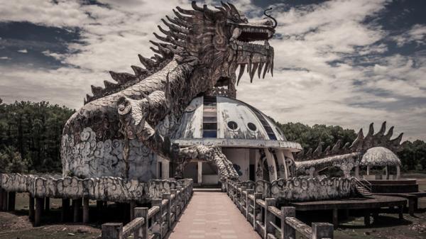 Vẻ ma mị của công viên bỏ hoang nổi tiếng ở Huế