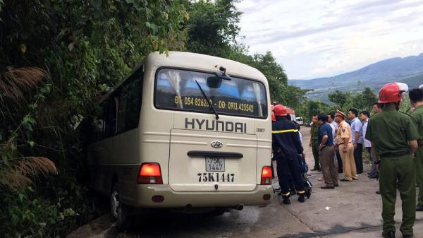 Xe khách chở sinh viên gặp tai nạn kinh hoàng, 18 người bị thương