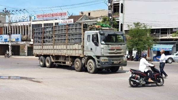 Xe tải chạy vào đường cấm gây tai nạn, người phụ nữ bị cuốn vào gầm t.ử v.ong th.ương tâm