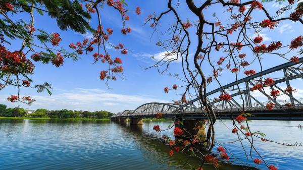 Vẻ đẹp dòng Hương Giang trong tác phẩm 'Ai đã đặt tên cho dòng sông?'