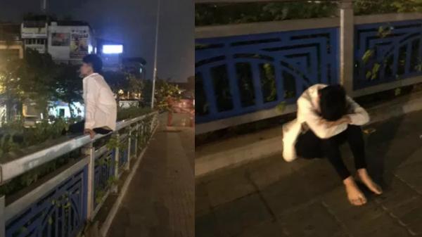 Đi thi không làm được bài, nam sinh ngồi khóc một mình trên thành cầu, chẳng dám về nhà