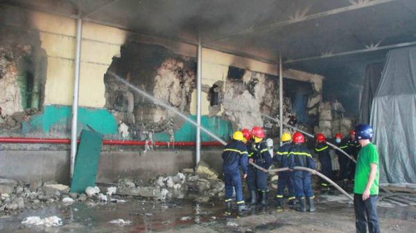 Huế: Cháy lớn tại kho chứa nguyên liệu công ty sợi