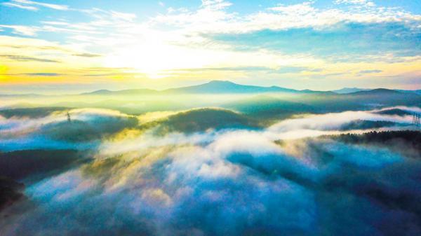 'Lạc trôi' trong biển mây bồng bềnh giữa núi rừng Kon Tum