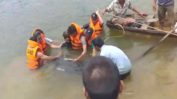 Câu cá ở đập thủy lợi, 3 nam sinh bị lật thuyền ch.ết đuối th.ương tâm