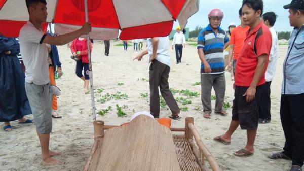 Th.i th.ể nam sinh đuối nước ở biển Đà Nẵng trôi dạt vào Quảng Nam