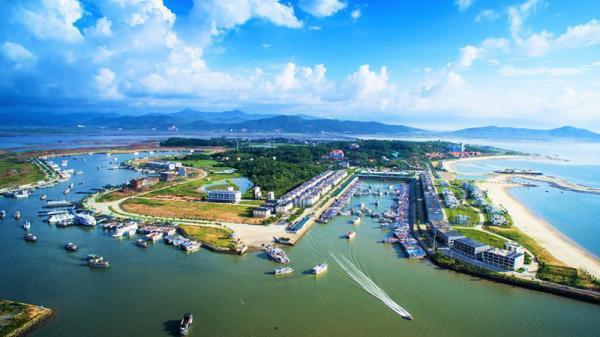 """Về Quảng Ninh """"mục sở thị"""" cảng du thuyền nhân tạo lớn nhất Việt Nam"""