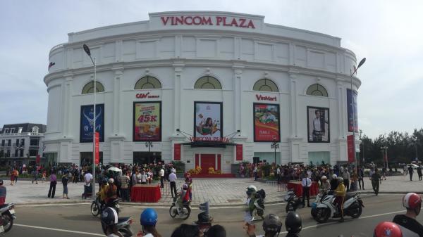 Về Uông Bí ngỡ ngàng trước sự hoành tráng của trung tâm thương mại Vincom vừa khai trương