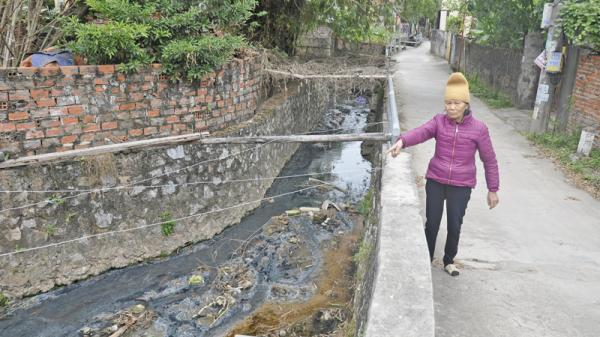 Ô nhiễm môi trường từ mương thoát nước ở khu 4, phường Giếng Đáy (TP Hạ Long)