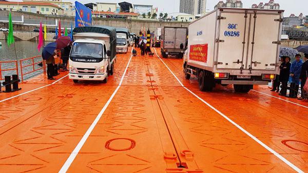 Thông xe thử nghiệm cầu phao tạm Km 3+4 nối Móng Cái - Đông Hưng