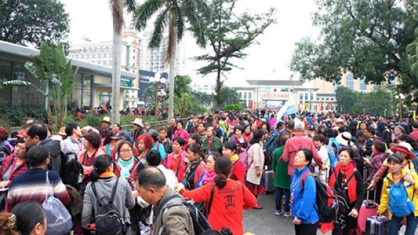 Hàng nghìn lượt du khách Trung Quốc 'tour 0 đồng' nhập cảnh, Cửa khẩu Móng Cái tắc nghẽn