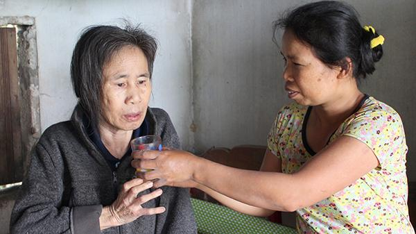 Quảng Trị: Người phụ nữ nhiều năm liền nằm liệt giường vì bệnh tật